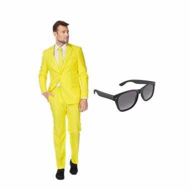 Goedkope geel heren kostuum maat (l) gratis zonnebril