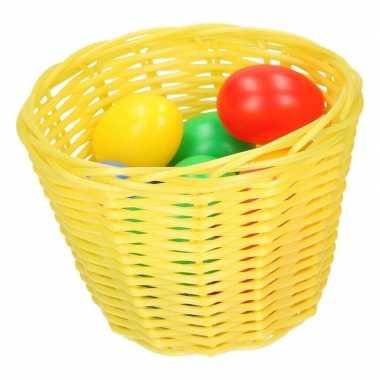 Goedkope geel paasmandje gekleurde eieren