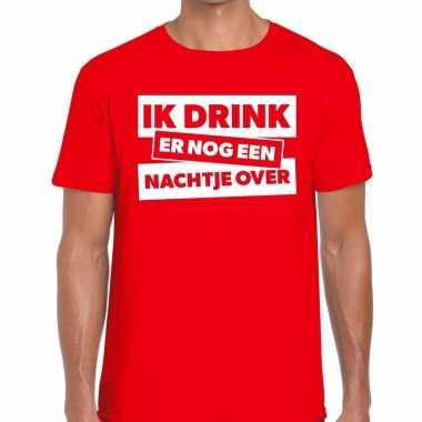Goedkope ik drink er nog een nachtje over tekst t shirt rood heren