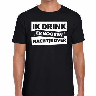 Goedkope ik drink er nog een nachtje over tekst t shirt zwart heren