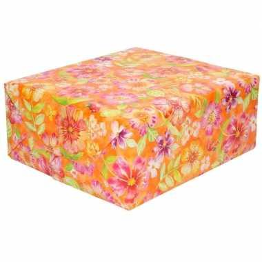 Goedkope inpakpapier/cadeaupapier oranje roze bloemen rol