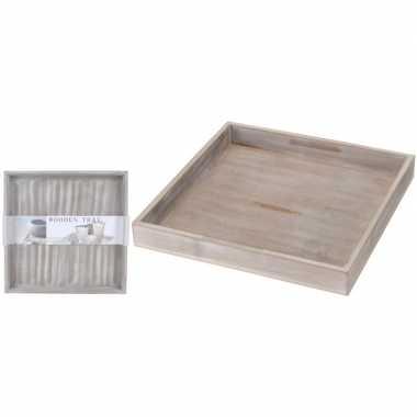 Goedkope kerststukje maken houten onderbord vierkant