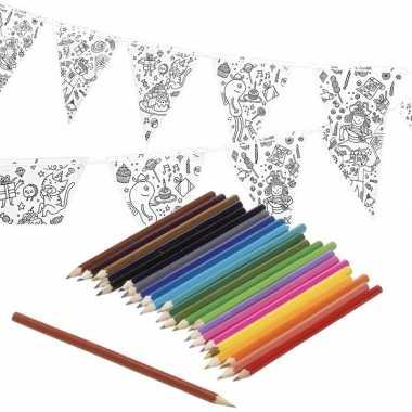 Goedkope knutsel papieren vlaggenlijn om te kleuren m incl. potloden