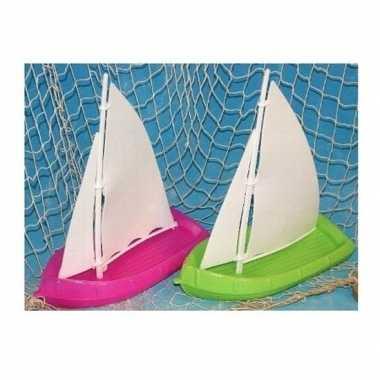 Goedkope speelgoed/badspeeltje zeilboot groen