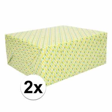 Goedkope x cadeaupapier driehoekjes groen geel rol