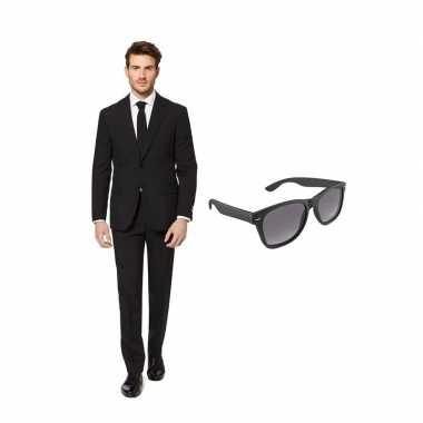 Goedkope zwart heren kostuum maat (l) gratis zonnebril