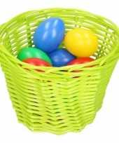 Goedkope groen paasmandje gekleurde eieren