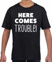 Goedkope here comes trouble tekst t-shirt zwart kids