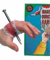 Goedkope nep spijker door je hand