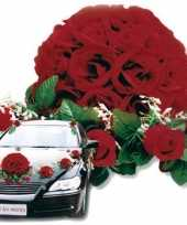 Goedkope rood bloemstuk auto